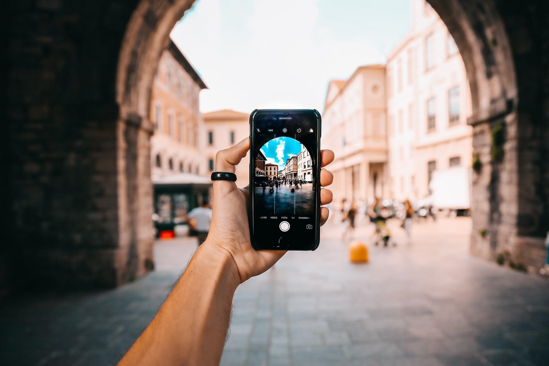 Смартфоны против видеокамер: как BBC News снимали сюжеты на мобильные устройства