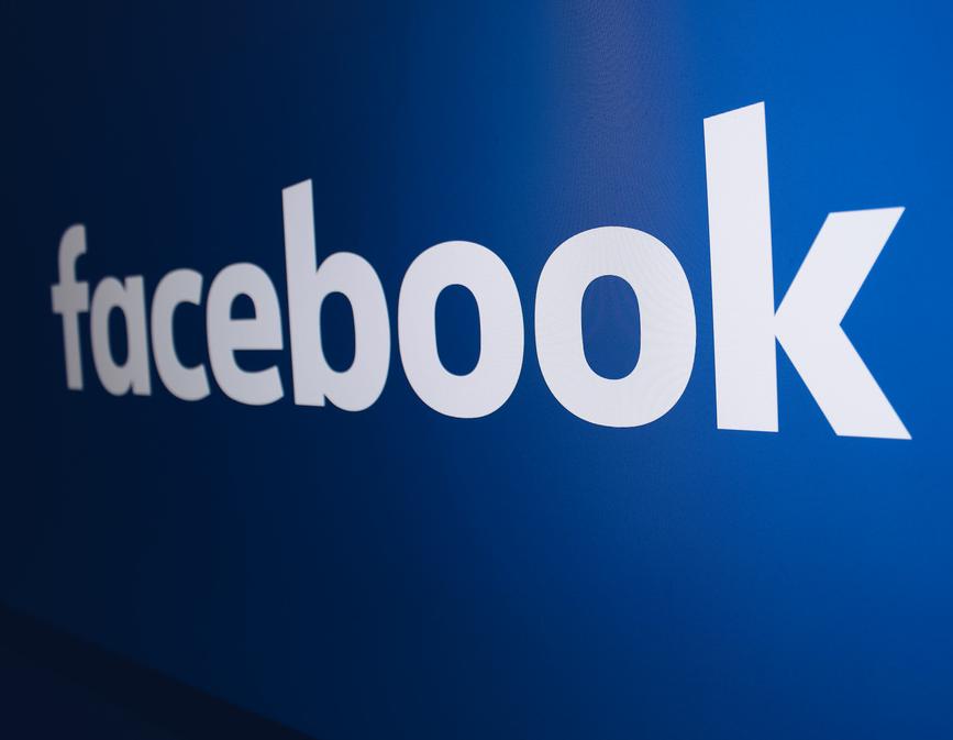 Стало известно, с кем еще Facebook поделился данными пользователей