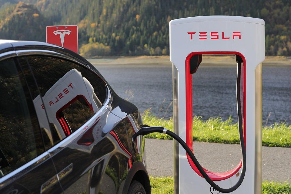 Илон Маск признал, что в Tesla раздутый штат сотрудников