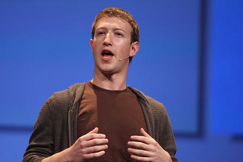 Создатель WhatsApp призывает удалить Facebook