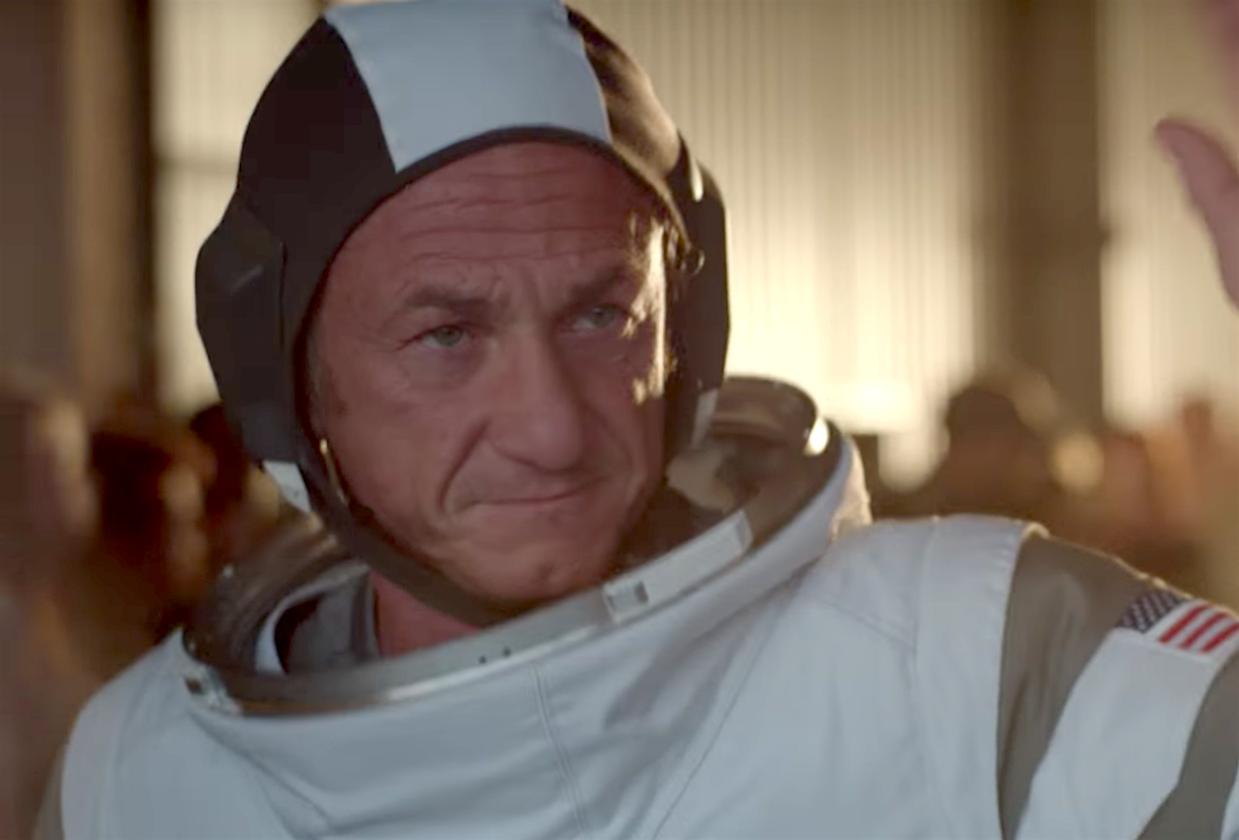 Завтра создатель «Карточного домика» попробует отправить Шона Пенна на Марс