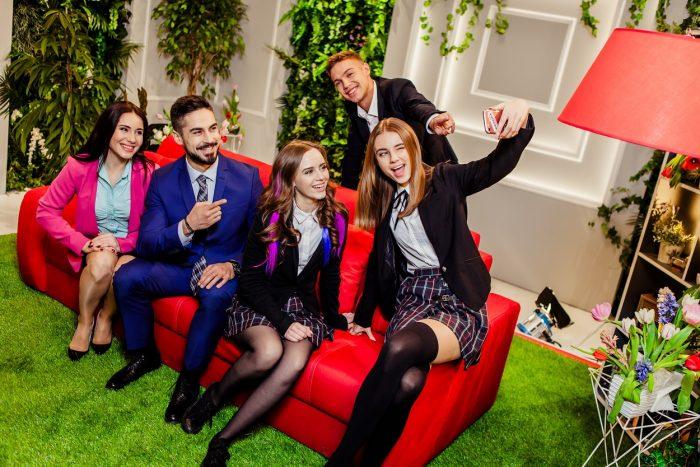 Звезды сериала «Школа» расскажут, как стать топовым блогером