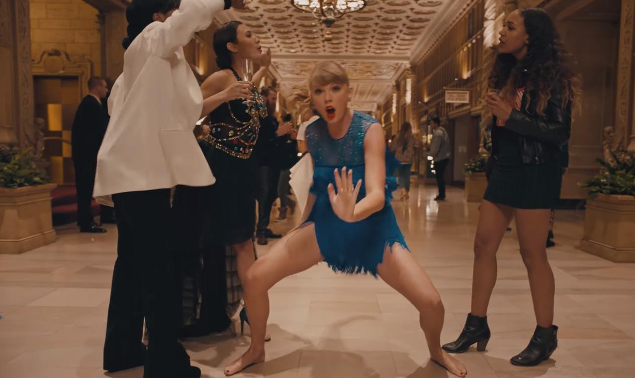 В новом клипе Тейлор Свифт стала невидимой и станцевала везде, где только возможно