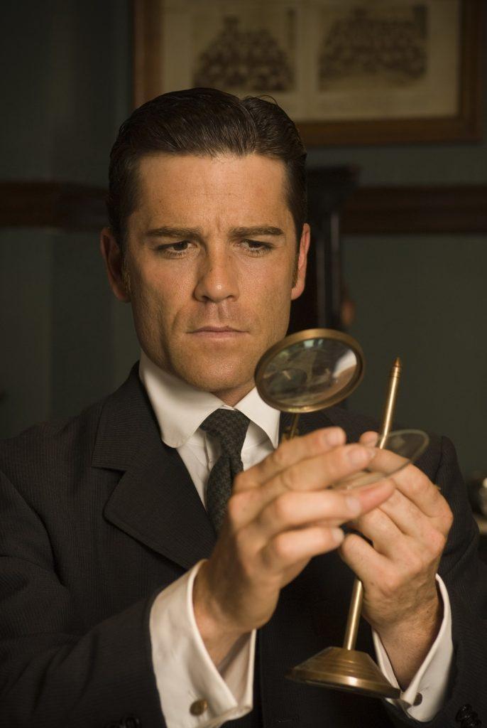 «Работа актера приближает меня к Бэтмену, супергерою, Джеймсу Бонду»