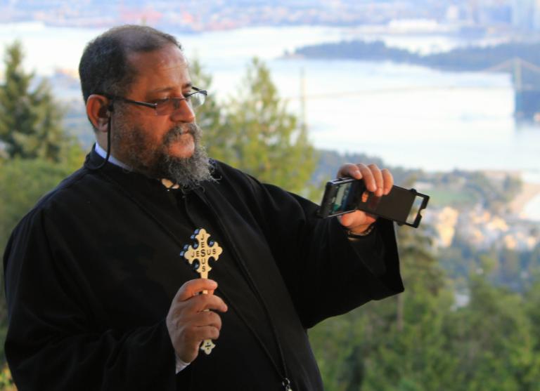 Американский священник рассказал, как излечиться от «селфимании»