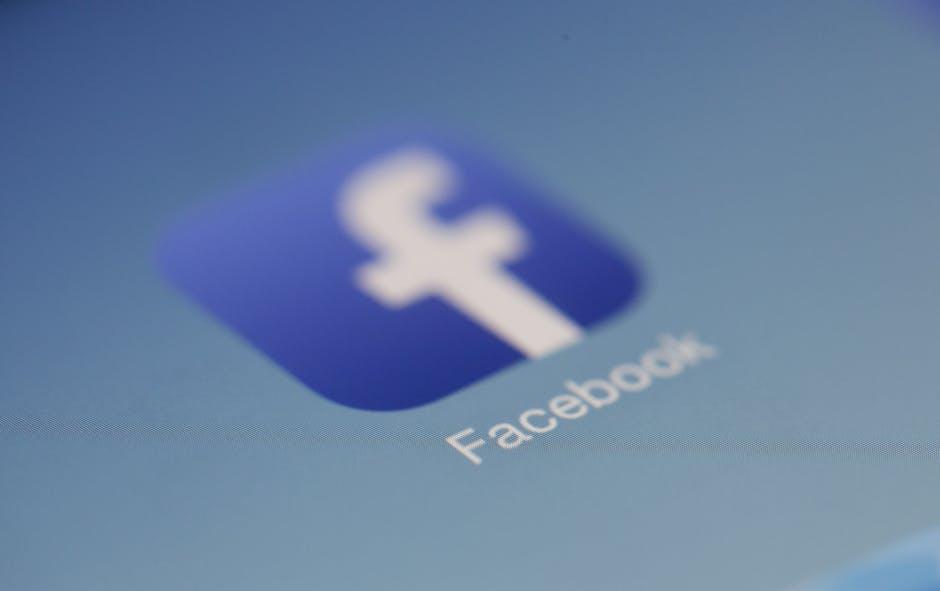 Facebook планирует бороться с фейками рекламой в газетах