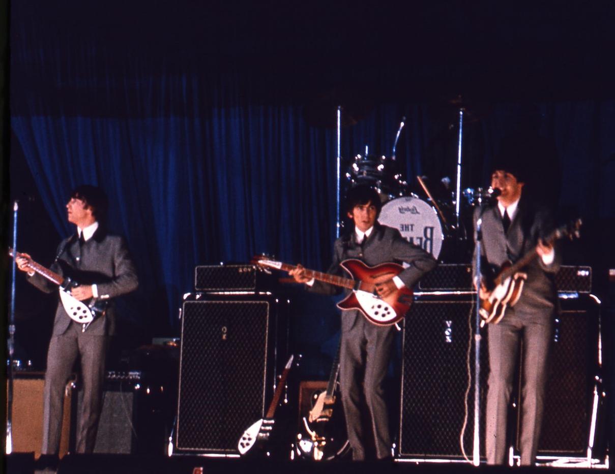 Аукцион неизвестных фотографий The Beatles: боги на расстоянии вытянутой руки