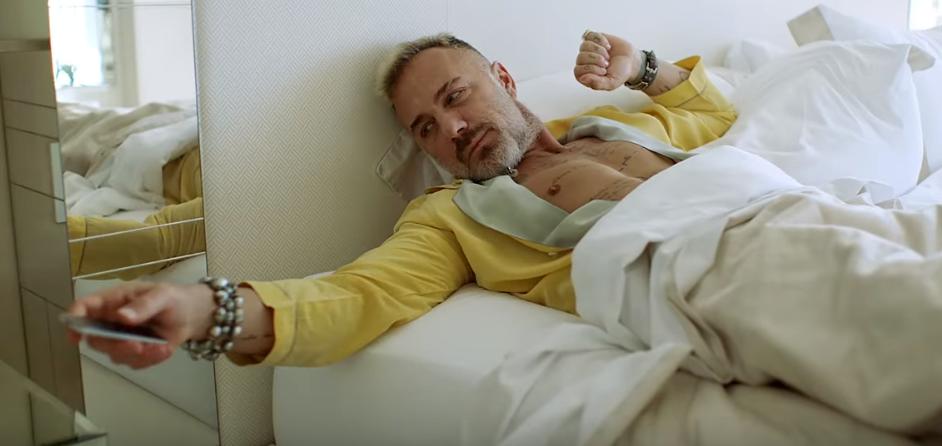 Танцующий миллионер выпустил собственный клип
