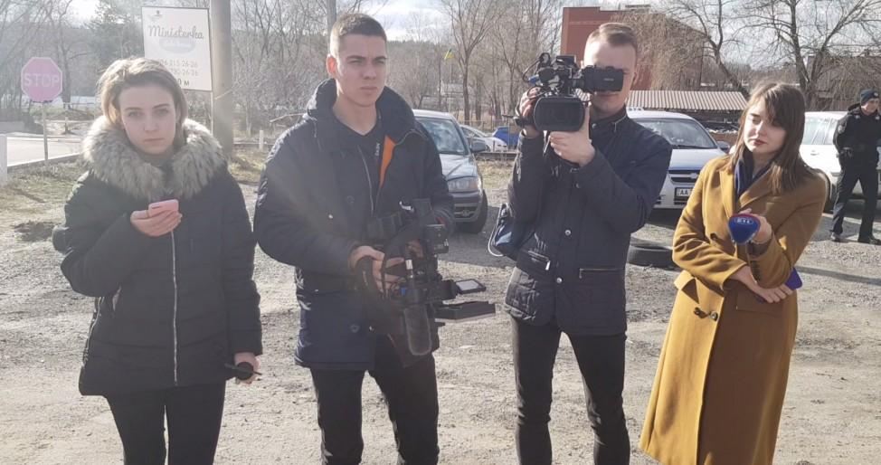 Медведчук держал журналистов в лесу. Зачем?