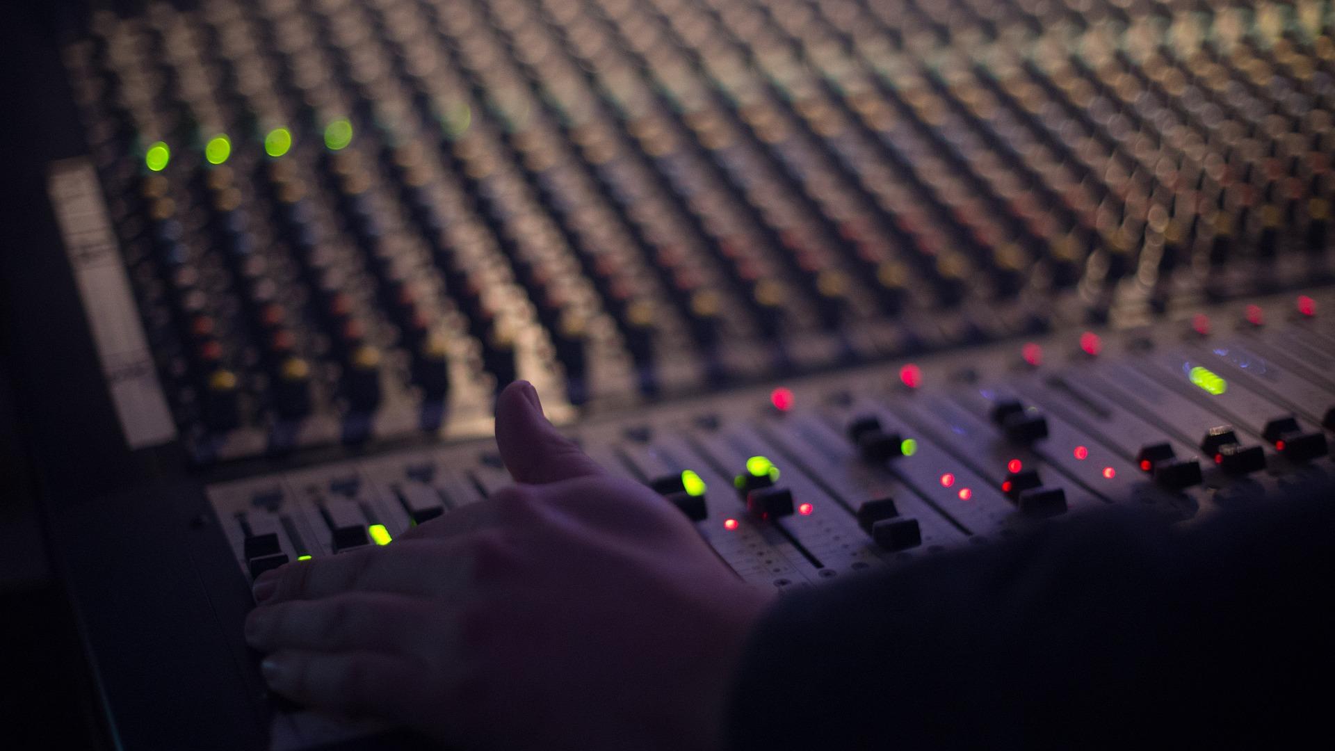 Суспільні радіостанції отримають ФМ-мережу після «Прямого ФМ» і «Армії ФМ»