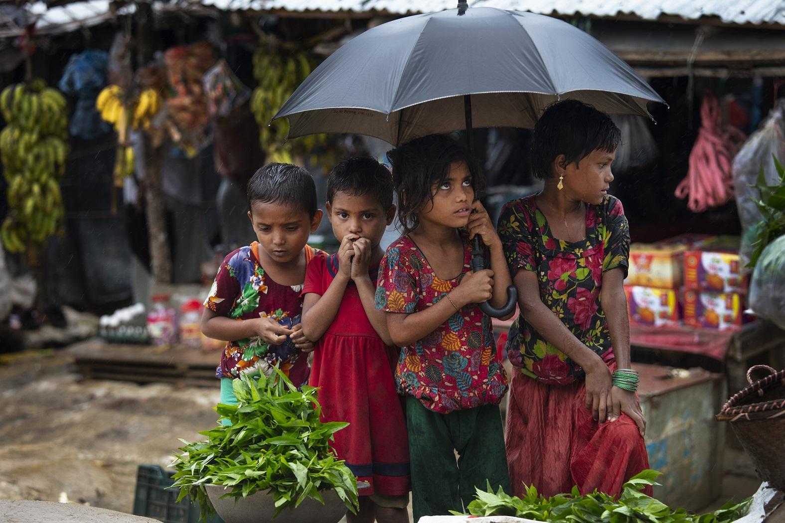 ? В Мьянме освободили репортеров, рассказавших об убийствах рохинджа
