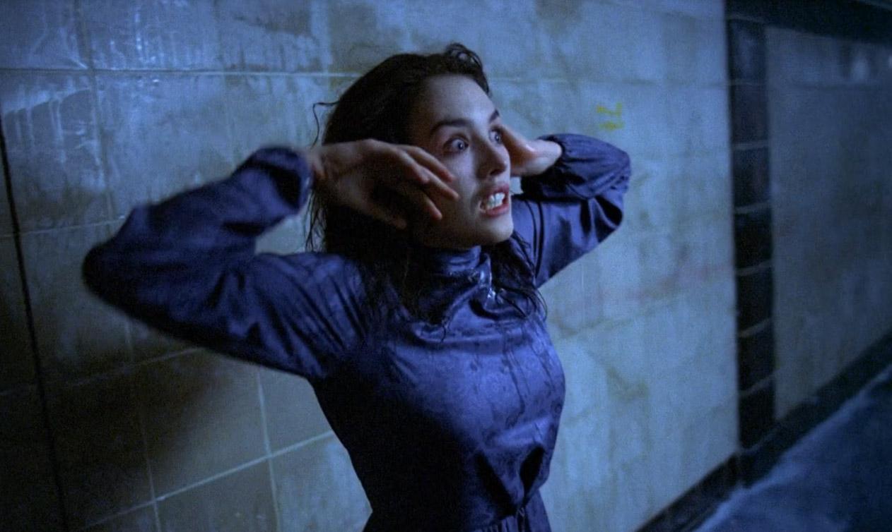 кадр из фильма Одержимая