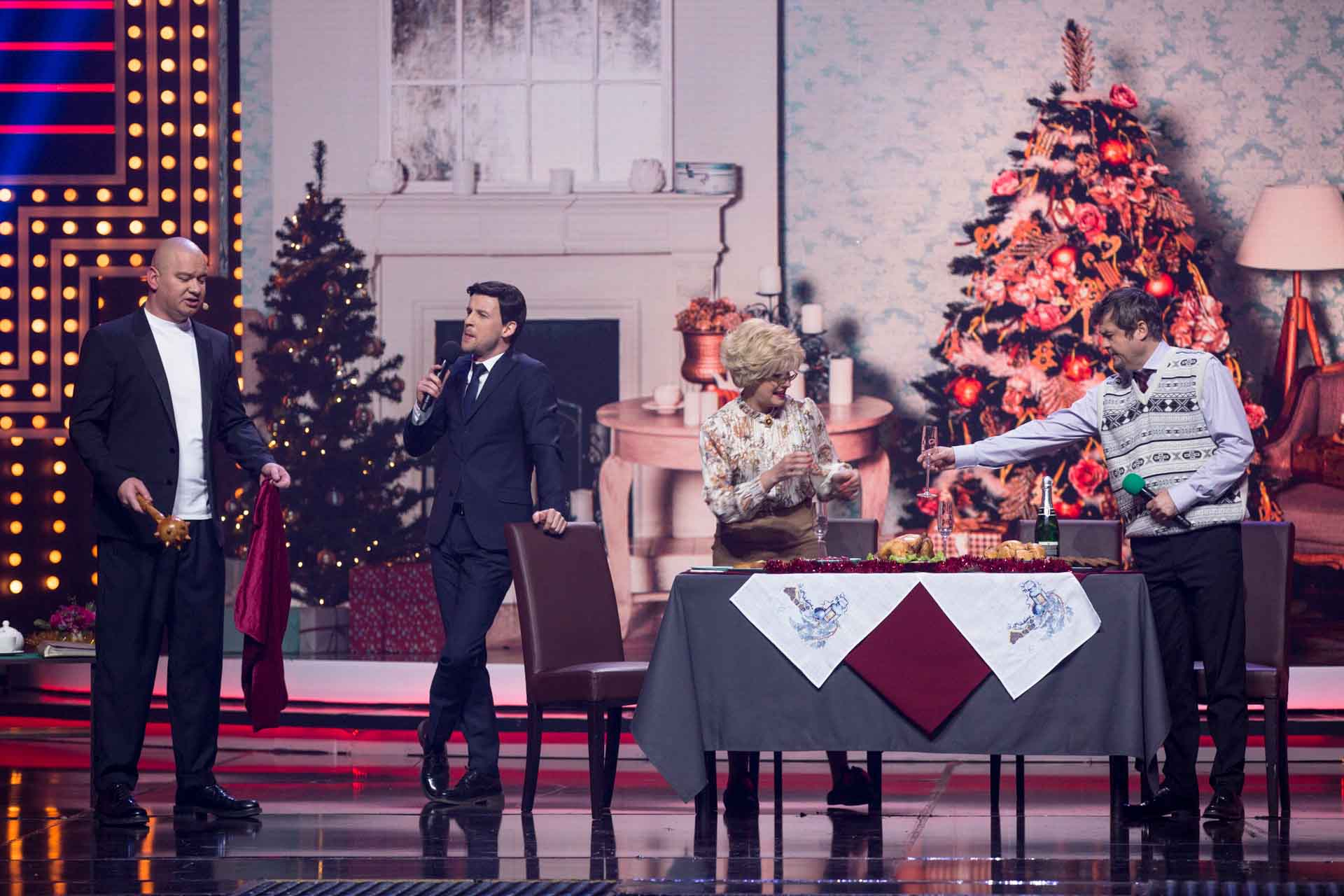 Новогодний «Вечерний квартал»: Трамп-пианист, «извинения» Кошевого, «заказ» от Коломойского, Усик в роли любовника и «где посадки?»