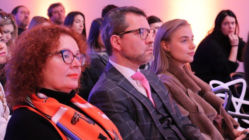 Михаил Царев (в центре)